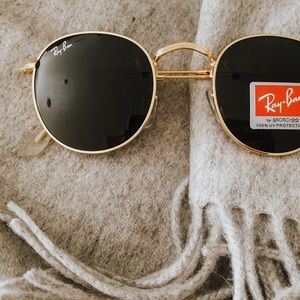 Round ray bans black and gold
